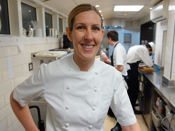 The 39-year old daughter of father William and mother Doreen, 174 cm tall Clare Smyth in 2017 photo